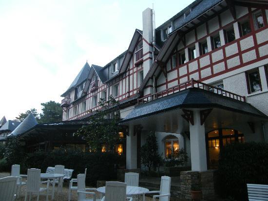 Hotel Les Pleiades - La Baule: le devant de l'hôtel