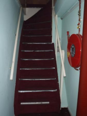 Hostel Centraal : Note the top few stairs