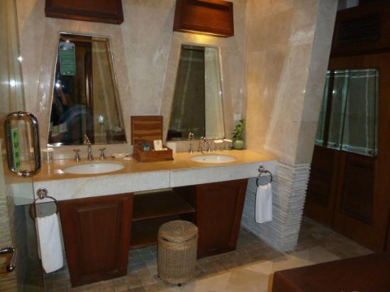 Alam KulKul Boutique Resort: baño