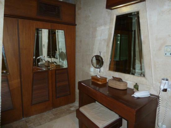 Alam KulKul Boutique Resort: vista del baño