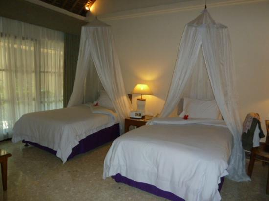 Alam KulKul Boutique Resort: Habitación de la villa 112