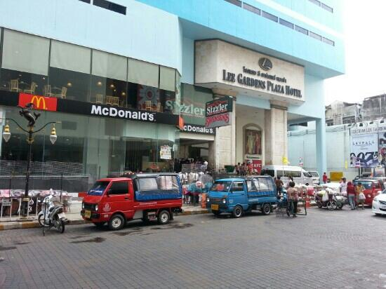 Centara Hotel Hat Yai: tuk tuk service