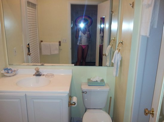 Angelina Guest House:                   taking pics of the clean bathroom