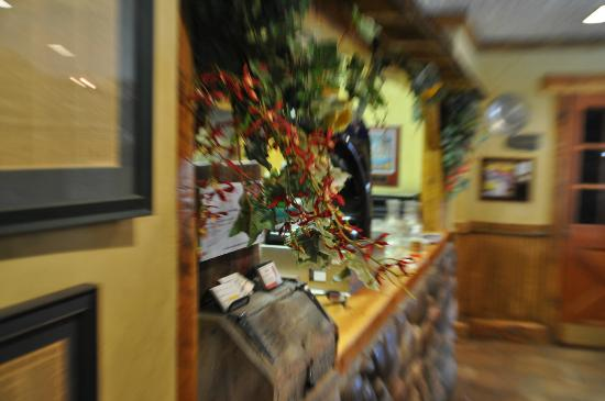 Gateway Grille: Entrance