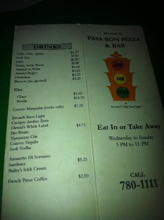 Pasa Bon Pizza: Bonaire's only stoplight - says so on the menu