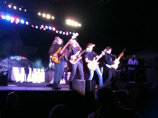 Tulalip Casino: Doobie Brothers at Outdoor Concert at Tulalip