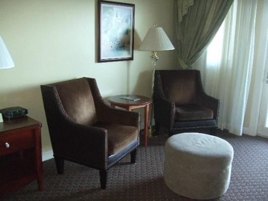 Bar Harbor Inn: Comfy Seats in Room 501 of OF Lodge