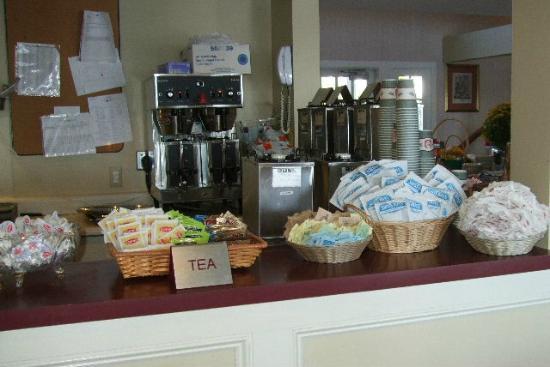 Bar Harbor Inn: More Continental Breakfast