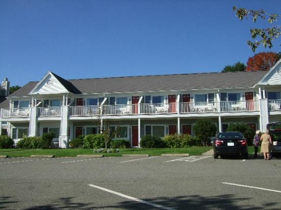 Bar Harbor Inn: Newport Building