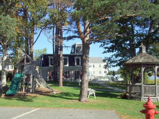 Bar Harbor Inn: View of the Grounds