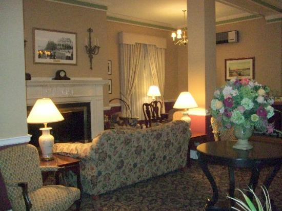 Bar Harbor Inn: More Lobby