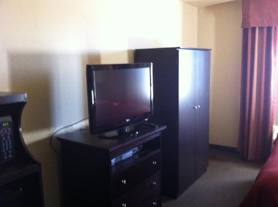 Hampton Inn Searcy : View of my hotel hobby the tv. lol