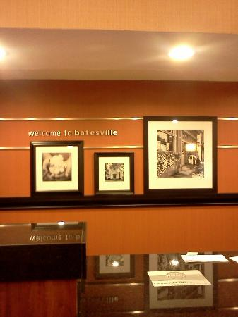 Hampton Inn Batesville: Front Desk