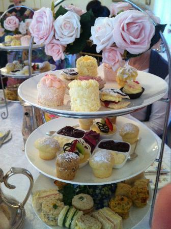 Tea & Niceties: Elegant High Tea, all delicious!