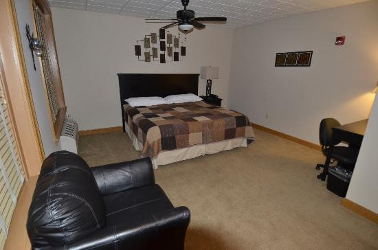 Heritage Suites: suite 104