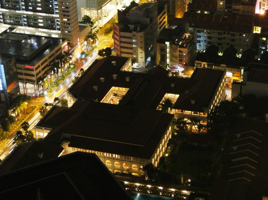 โรงแรมราฟเฟิลส์: Raffles Hotel Singapore - view from Swissotel The Stamford hotel