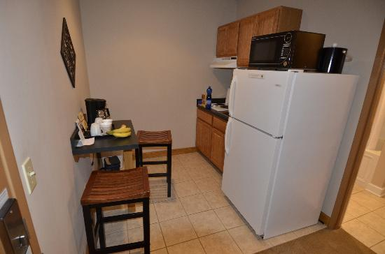 Heritage Suites: kitchen area