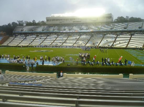 Kenan Memorial Stadium : Home support during an early season game - The game was still going on!