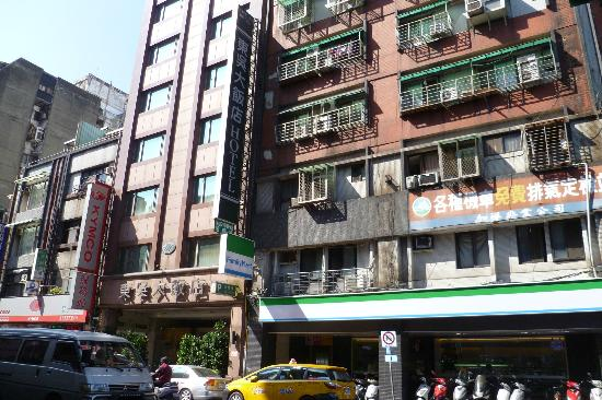 Dong Wu Hotel exterior