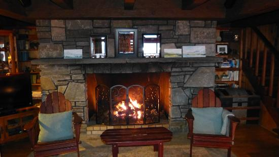 Ashokan Dreams Bed and Breakfast: Fireplace Reservoir Suite