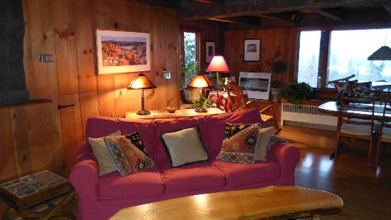 Ashokan Dreams B&B: Sitting Area w/dining table & view in background