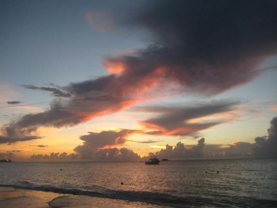 Sandals Grande Antigua Resort & Spa: gorgeous sunset