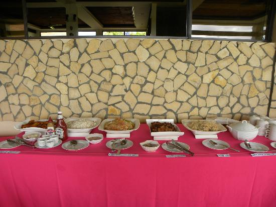 Turtle Bay Dive Resort : buffet style meals