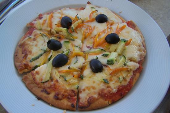 พริวิเลจอลูซ: Room service pizza, took about 1/2 hr