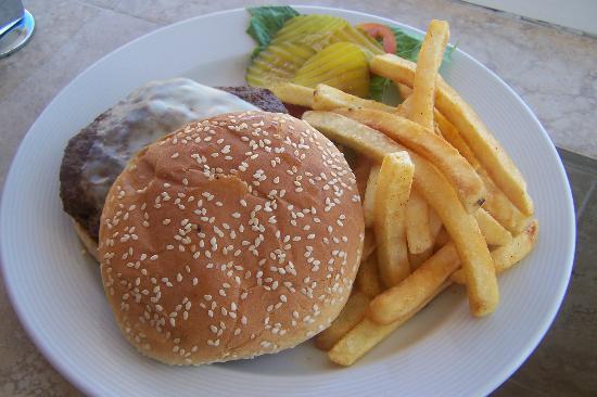พริวิเลจอลูซ: room service burger