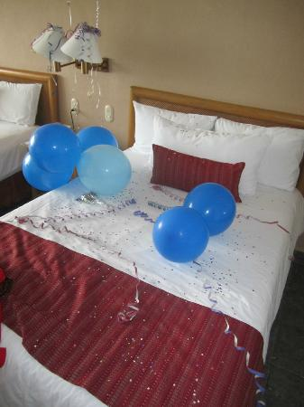Marival Resort & Suites: Our decorated double bed, beach view room