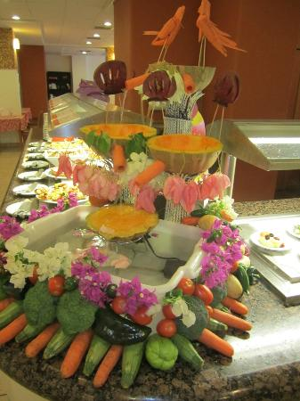 Marival Resort & Suites: Daily buffet presentations