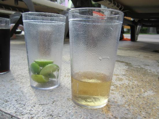 Marival Resort & Suites: Tequila shots at quiet pool