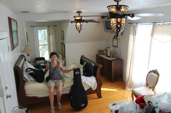 Ashley's Victorian Haven Bed And Breakfast : Our beautiful room