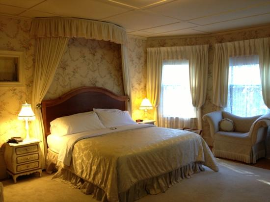 Berry Manor Inn: What a great room!