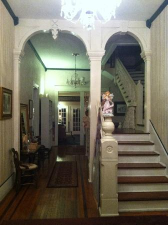 Americus Garden Inn Bed & Breakfast: Entry Hall