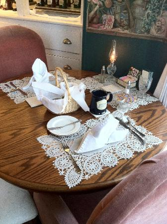 Americus Garden Inn Bed & Breakfast: Table setting