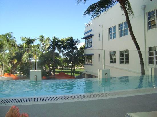 Hotel Breakwater South Beach: Área da piscina