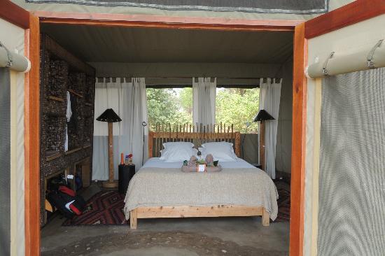 Wilderness Safaris Ruckomechi Camp: not alot of ventilation in the still heat
