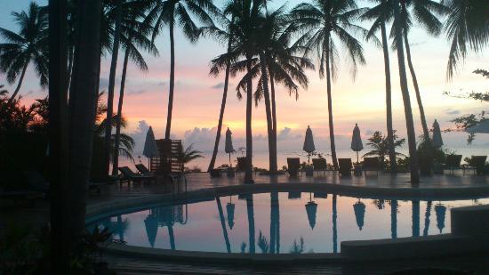 The Passage Samui Villas & Resort: Sunset by the pool