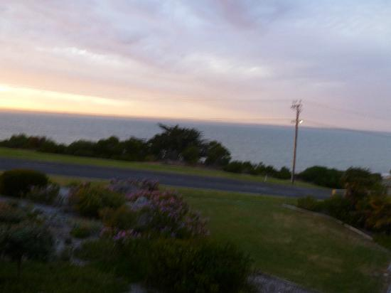 Kangaroo Island Seaside Inn: View out across the grounds from room