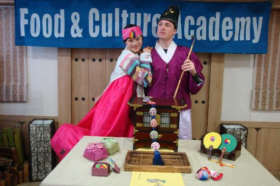 Food & Culture Academy : We also tried Korean traditional costume!