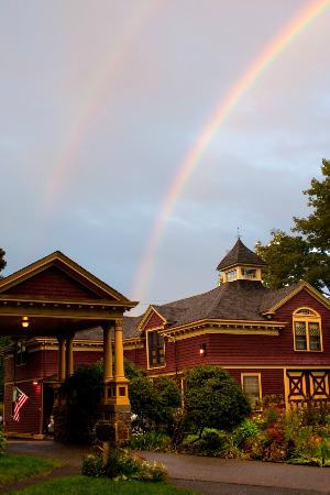 Berry Manor Inn: Double rainbow!