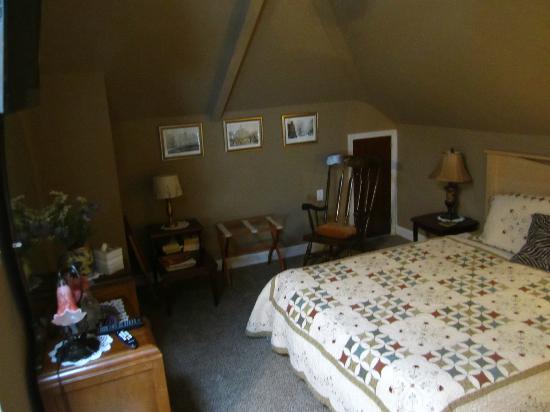 مين فيو بيد آند بريكفاست: Huguenot Knight Suite bedroom