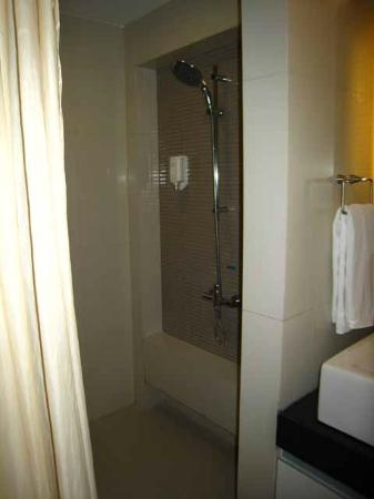 Citadines Sukhumvit 8 Bangkok: Shower room