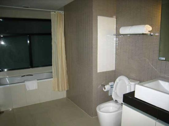 Citadines Sukhumvit 8 Bangkok: Ensuite bathroom
