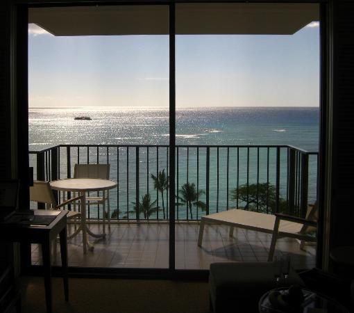 Halekulani Hotel: Ocean view from Halekulani Room 1106