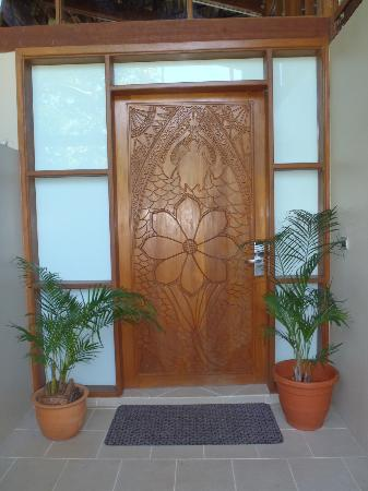 Shangri-La's Fijian Resort & Spa : Our Front door to our Bure