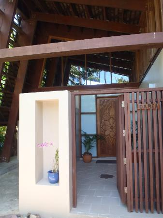 Shangri-La's Fijian Resort & Spa : Entryway to our Bure
