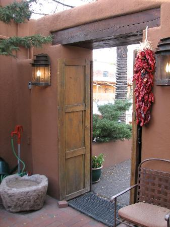 Santa Fe Motel and Inn: The door entering the outdoor dinind area