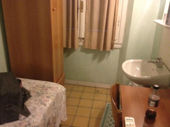 Hotel Giappone: Single Room, Shared Bath